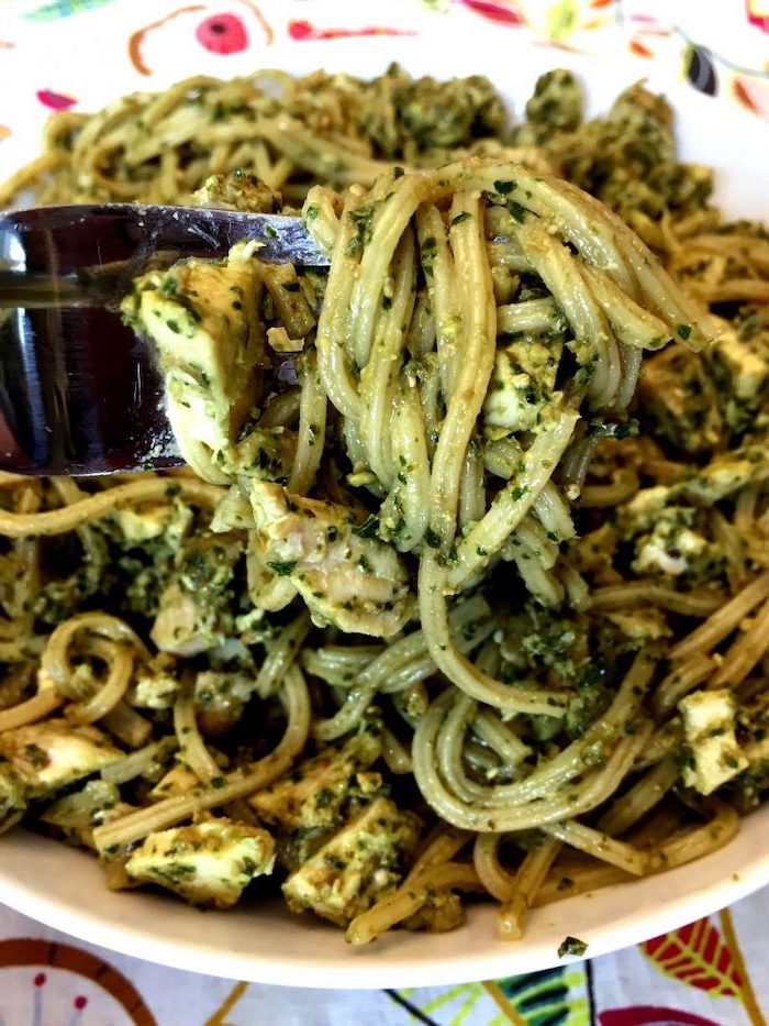 pasta with pesto sauce, mozzarella and chicken, in white plate, easy weeknight meals, colorful table cloth
