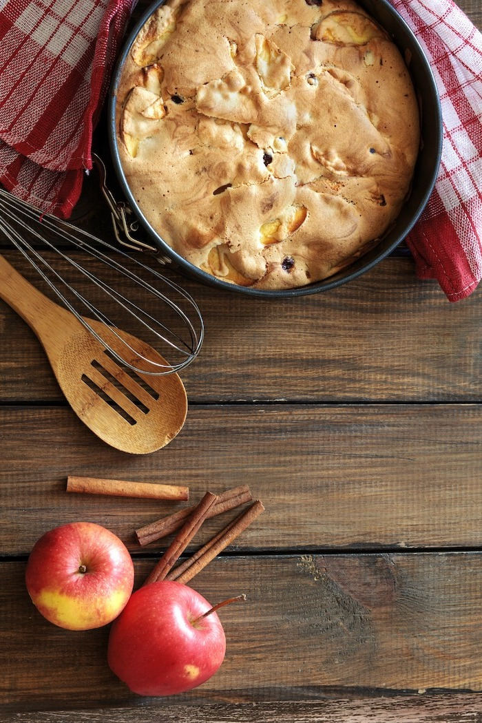 wooden table, apples and cinnamon sticks, thanksgiving treats for kids, pie with roasted marshmallow on top