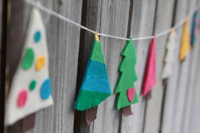 diy christmas crafts, garland of christmas trees made of felt, hanging on wooden wall