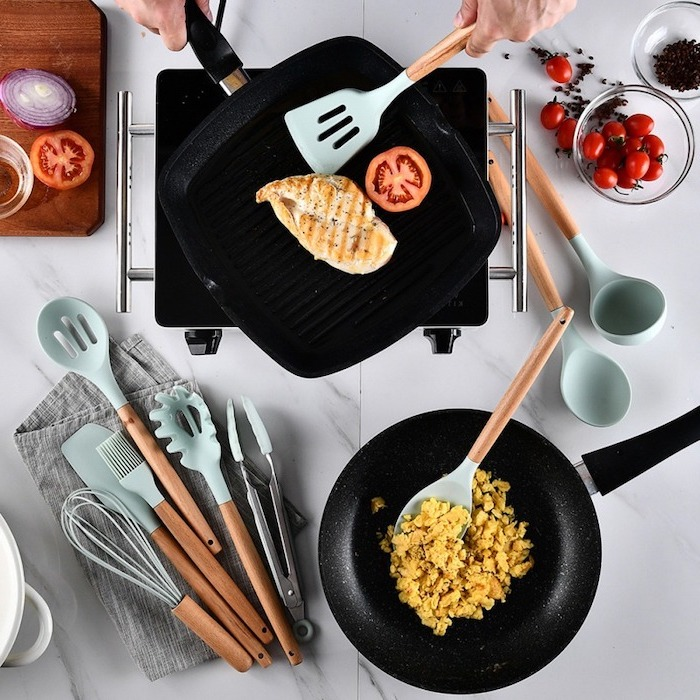 a set of kitchen utensils, made of wooden and turquoise silicone, best christmas gifts for mom, cooking with two pans
