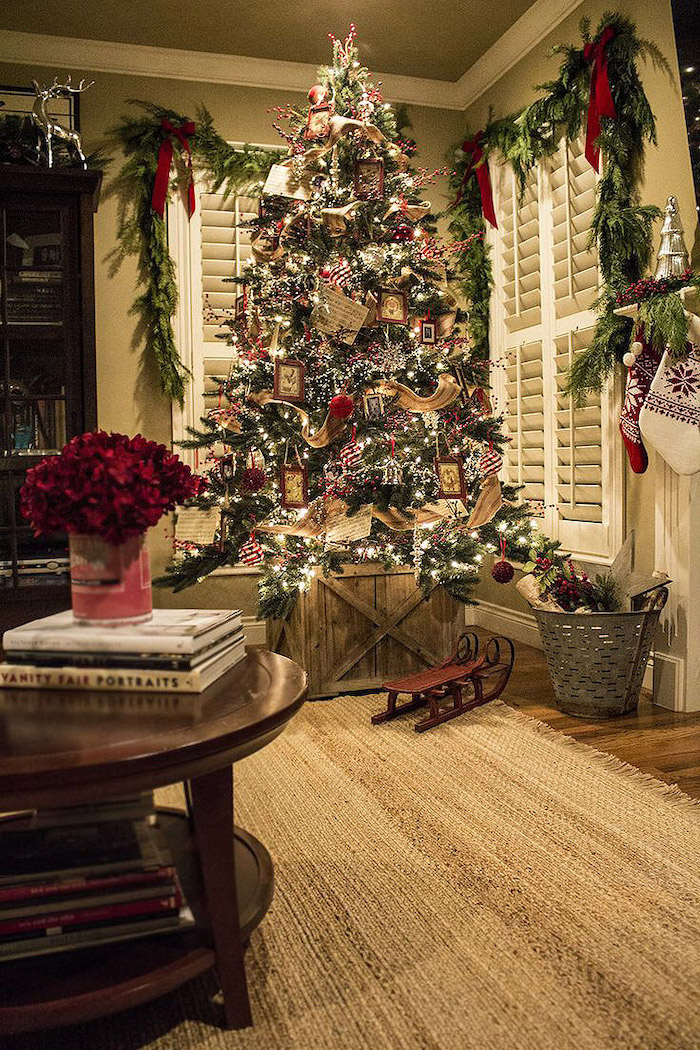 tree decorated with gold ribbon, wooden photo frames, how to decorate a christmas tree with ribbon, placed in wooden basket
