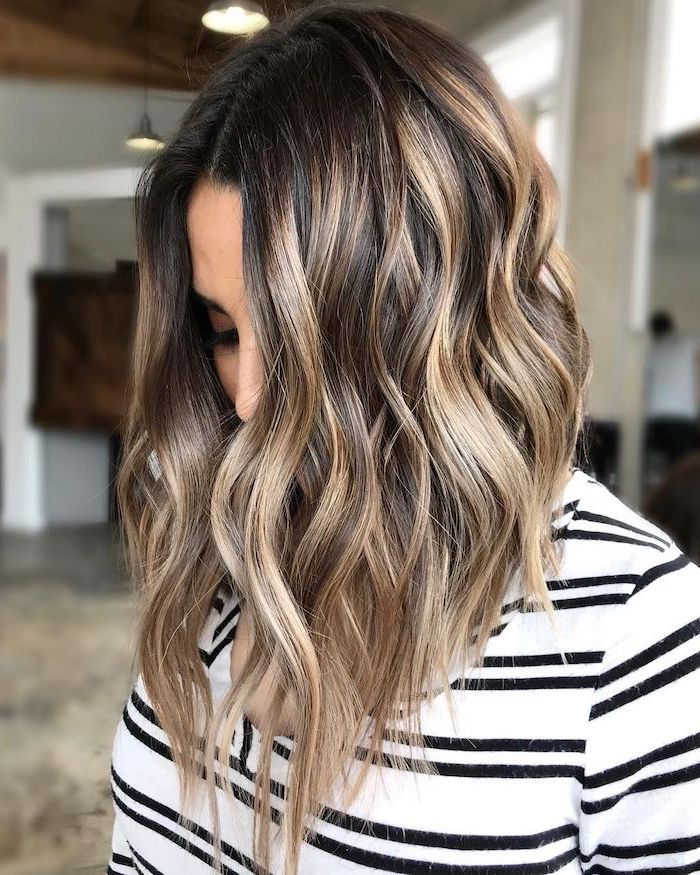 balayage brown hair with blonde highlights, 2020 hair color trends for brunettes, shoulder length wavy bob