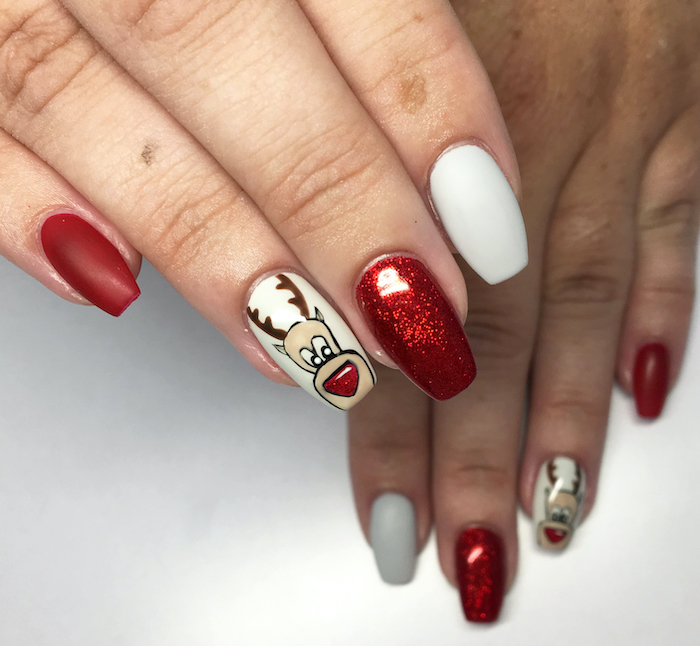 white and red glitter and matte nail polish, nail color ideas, reindeer decoration on the ring finger, coffin nails