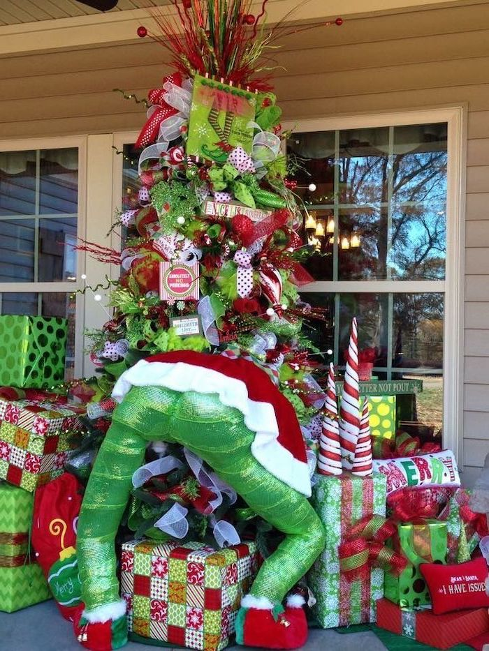 decorated christmas tree, wrapped presents underneath, diy outdoor christmas decorations, grinch inspired decor