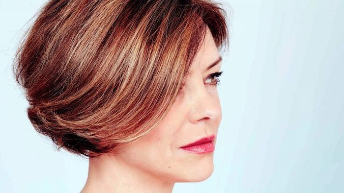 short straight bob, hair color trends fall 2020, dark red hair with blonde highlights, white background