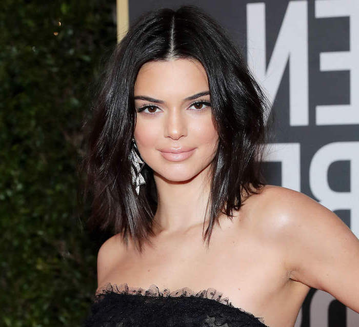kendall jenner wearing black dress, hair highlights ideas, shoulder length bob, black wavy hair