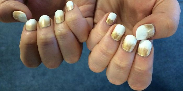 how to do ombre nails, gold to white gradient nail polish, short squoval nails, blue background