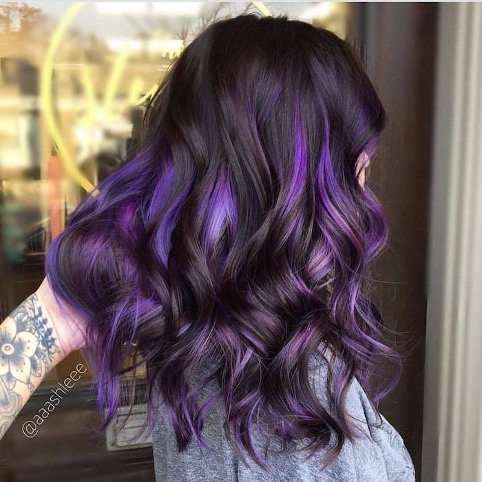 black hair with purple highlights, blonde hair color ideas, shoulder length wavy hair, woman wearing grey blouse