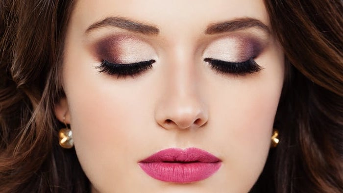 silver and purple eyeshadow colors, woman with brown hair, eyeshadow ideas, pink matte lipstick