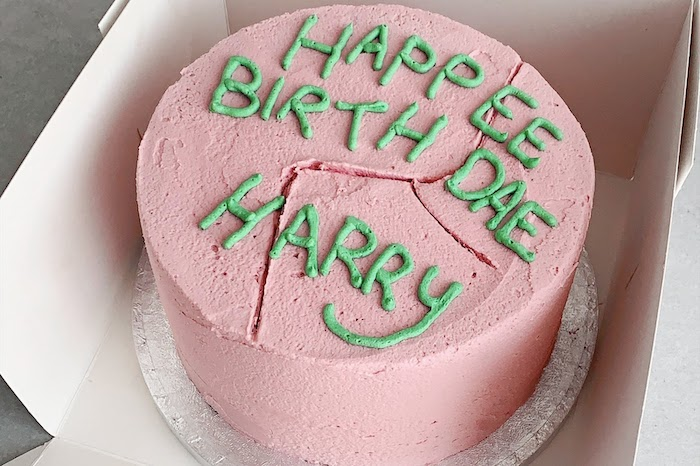 happee birthdae harry, one tier cake with pink and green buttercream, placed inside a box, happy birthday harry potter cake