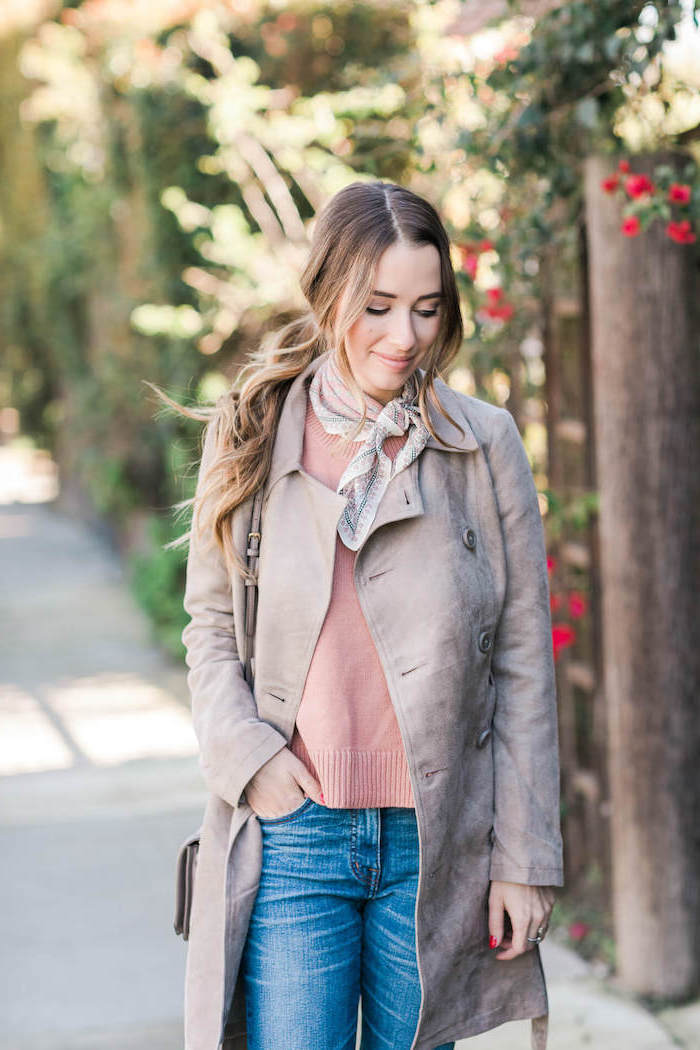 date outfit ideas, woman wearing pink sweater and jeans, long grey coat, walking on sidewalk