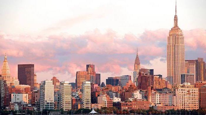 new york city skyline, red aesthetic wallpaper, purple clouds in the sky, empire state building, chrysler building