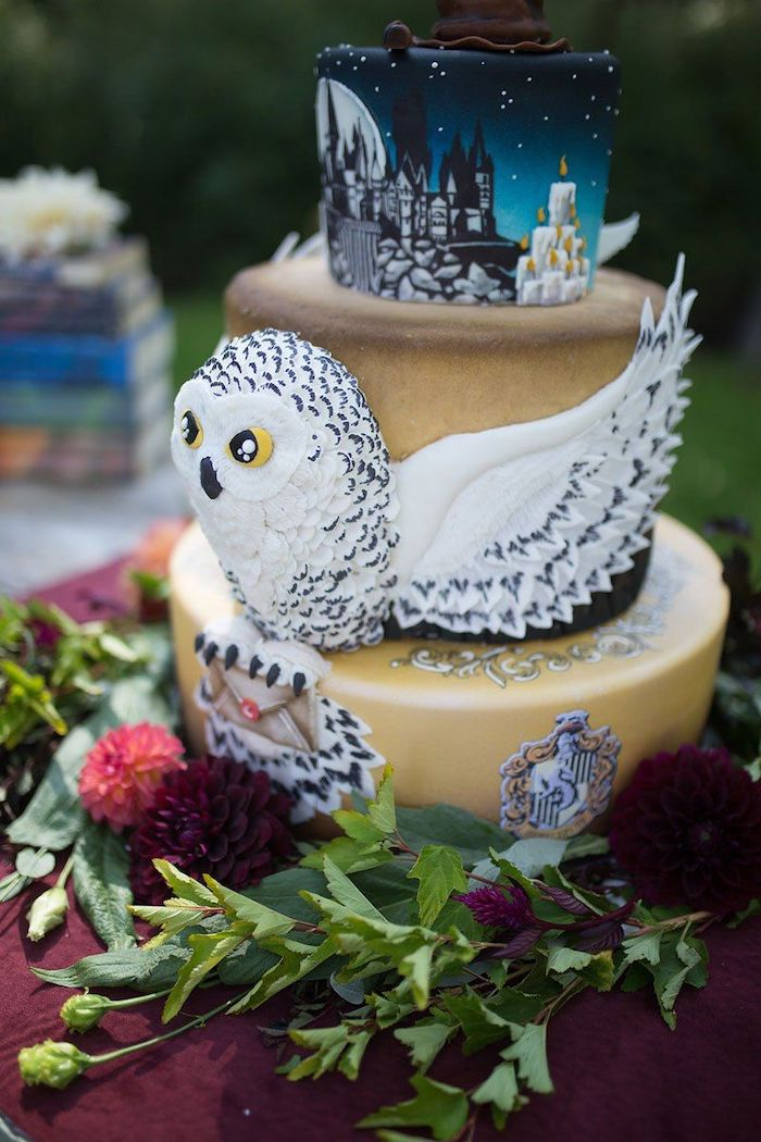 three tier cake with hedwig in the middle, easy harry potter cake, hogwarts painted on the top tier