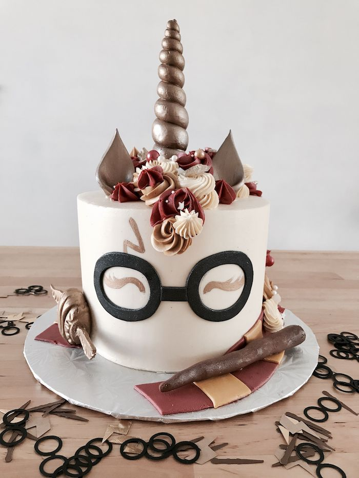 harry potter unicorn cake, diy harry potter cake, gryffindor scarf made of red and yellow fondant around it