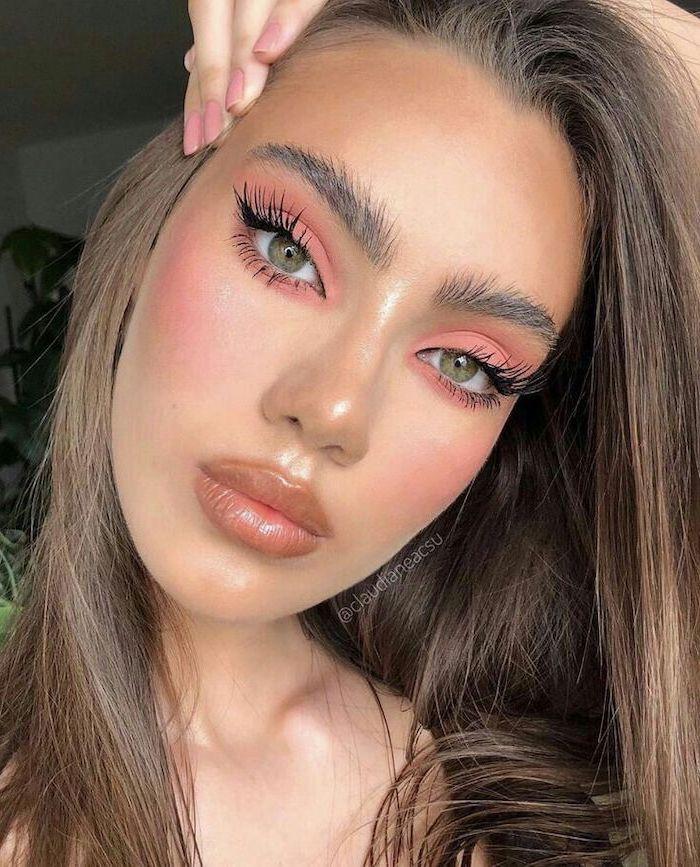 woman with green eyes, dark blonde hair, thick blonde eyebrows, best eyeshadow for blue eyes, light blush pink eyeshadow color