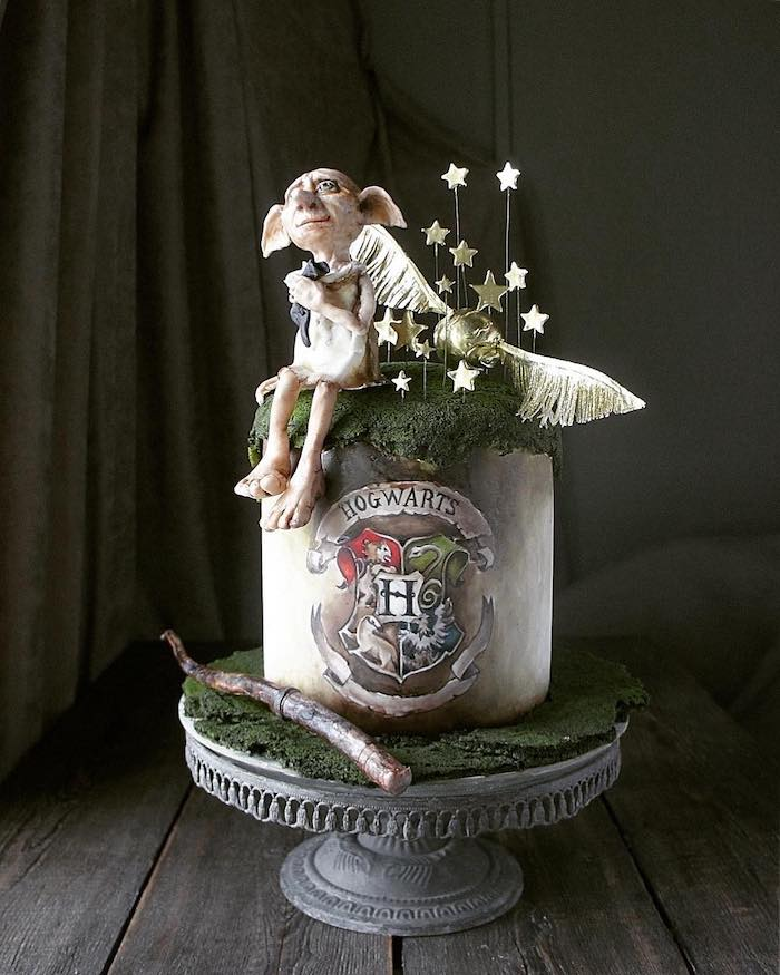 hogwarts cake, decorated with moss made of fondant, harry potter birthday cake ideas, dobby and golden snitch on top