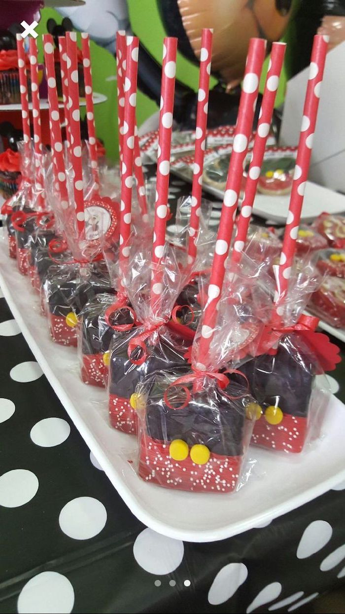cake pops wrapped in cellophane, mickey mouse 1st birthday cake, made with chocolate, arranged on white plate