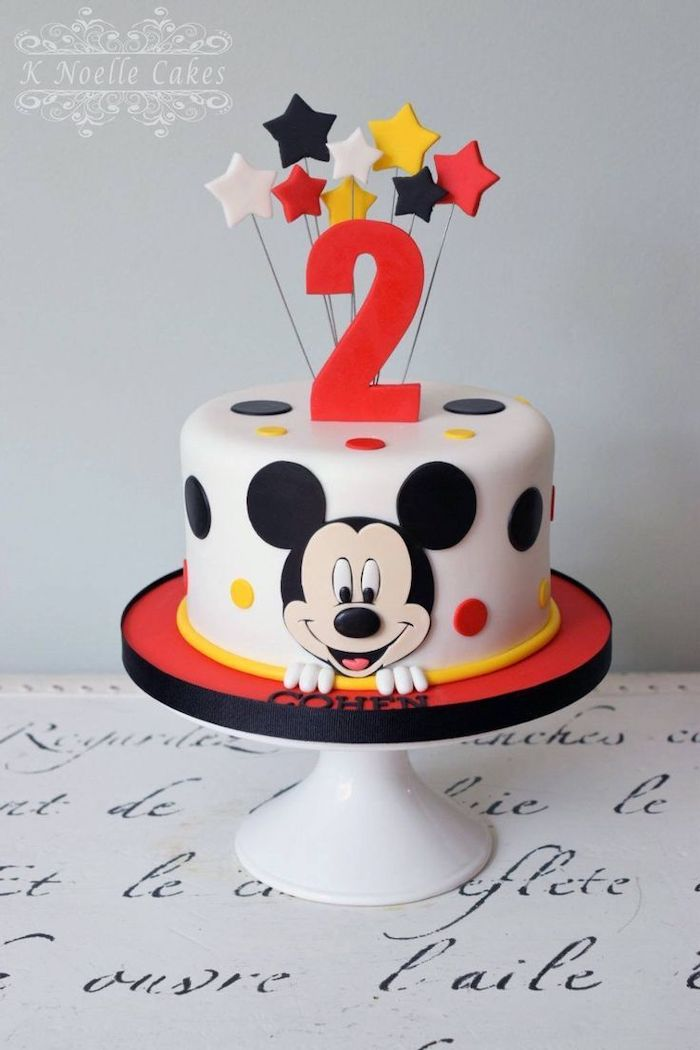 one tier cake, covered with white fondant, mickey mouse cake ideas, fondant stars cake toppers, white cake stand