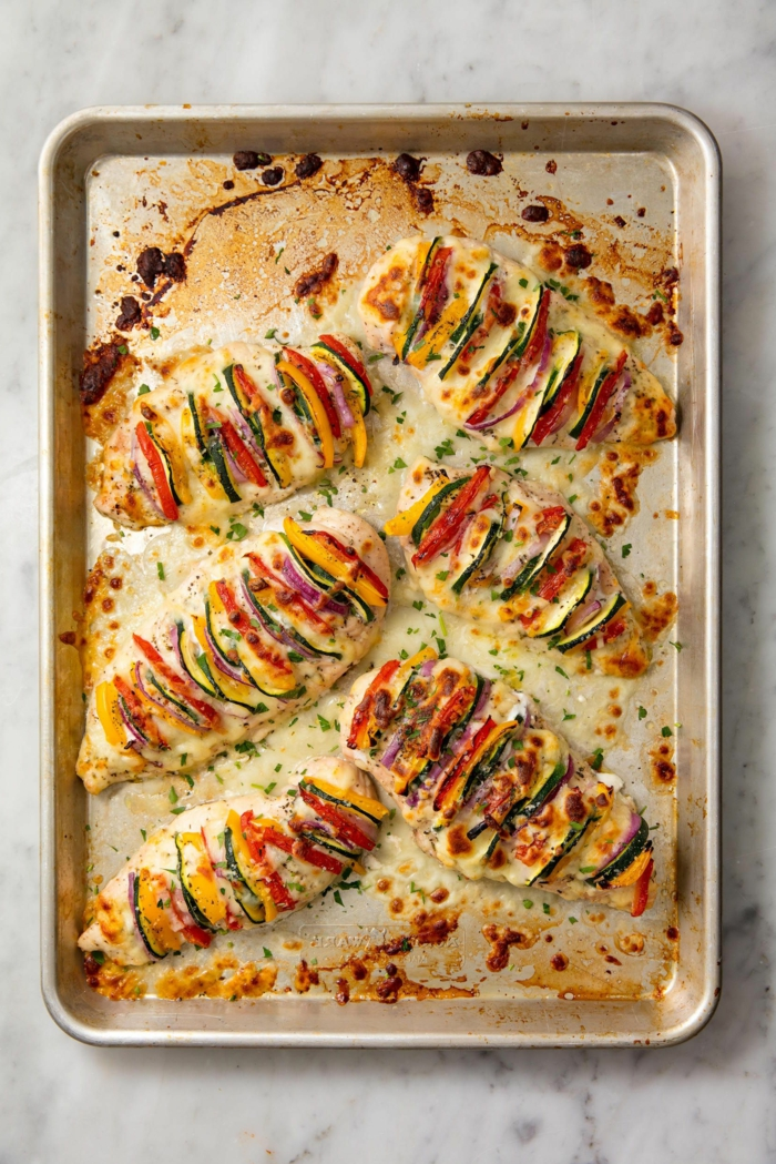 sliced chicken breast, baked in a sheet pan, what to cook for dinner tonight easy, vegetables between the slices