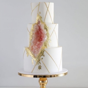 60+ examples of one of the most stylish desserts - the geode cake
