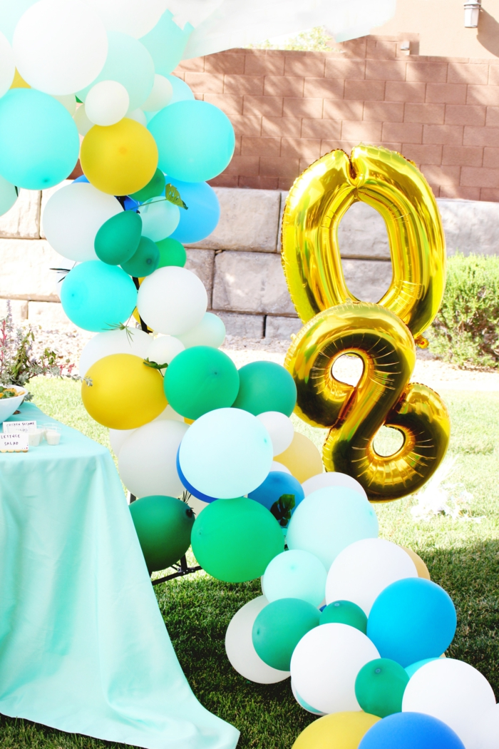 tropical theme for a party, ballon arch with blue yellow and white balloons, 80th birthday ideas for dad, number eighty balloons