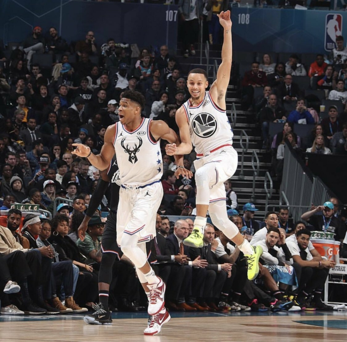 giannis antetokounmpo and stephen curry, jumping on the court, nba wallpaper iphone, all star game