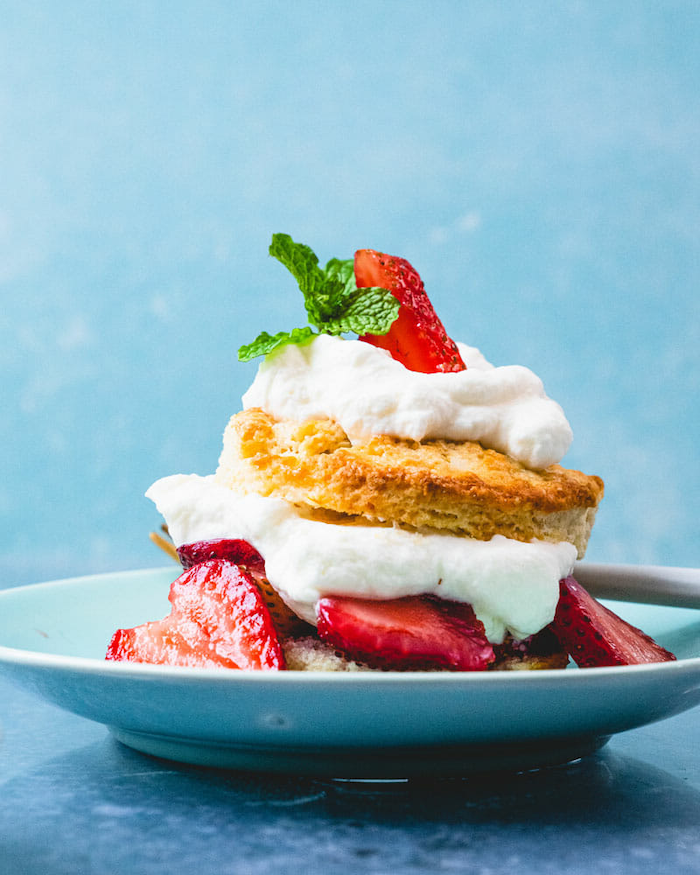 cookcout desserts strawberry shortcake with biscuits and strawberry slices mint leaves on top