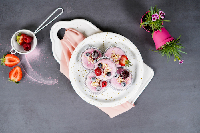 dessert ideas for party frozen skyr cupcakes decorated with oats blueberries strawberries raspberries arranged on white plate