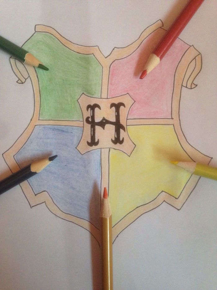 white background, hogwarts symbol, how to draw hogwarts, green and red, blue and yellow