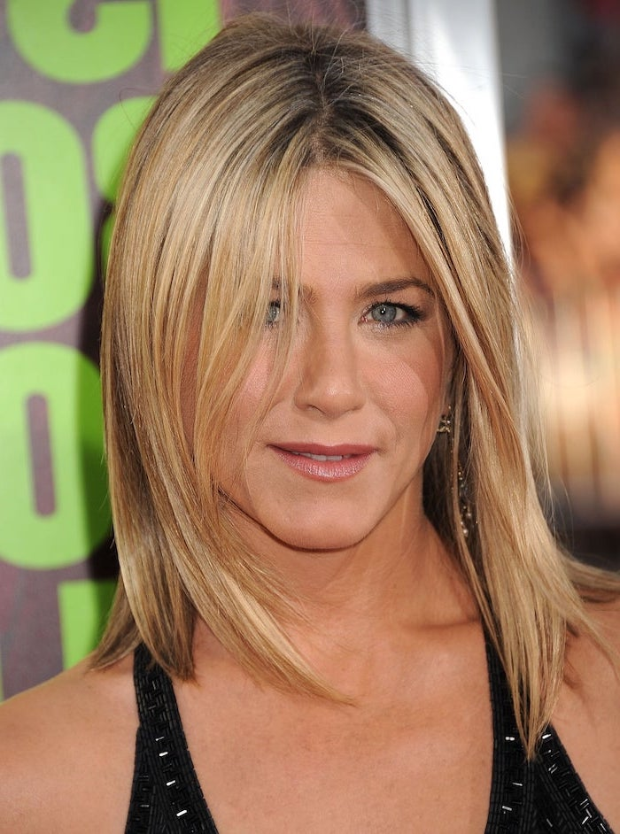 black dress worn by jennifer aniston on the red carpet short haircuts for thin hair shoulder length blonde hair straightened