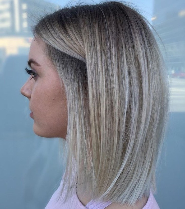 blonde hair with blonde highlights shoulder length short hairstyles for thin hair on woman wearing pink top