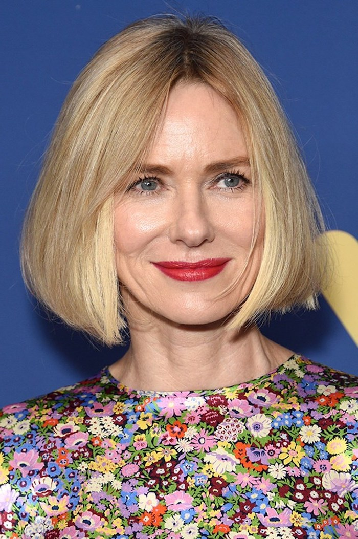 naomi watts wearing floral dress on the red carpet with short blonde hair split in the middle short hairstyles for thin hair