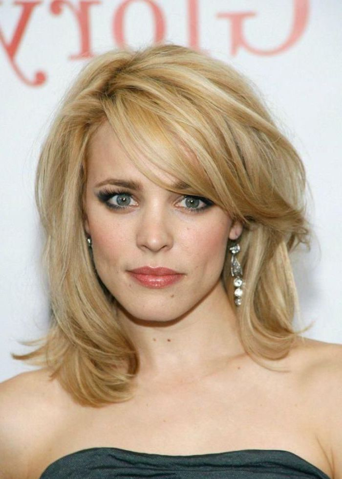 rachel mcadams wearing strapless dress on the red carpet short haircuts for fine hair with shoulder length blonde wavy hair