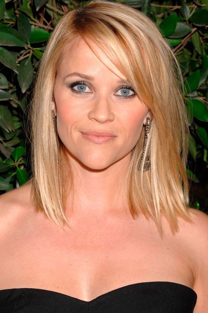 reese witherspoon wearing black strapless dress hairstyles for thin hair blonde hair with blonde highlights with side bangs straightened