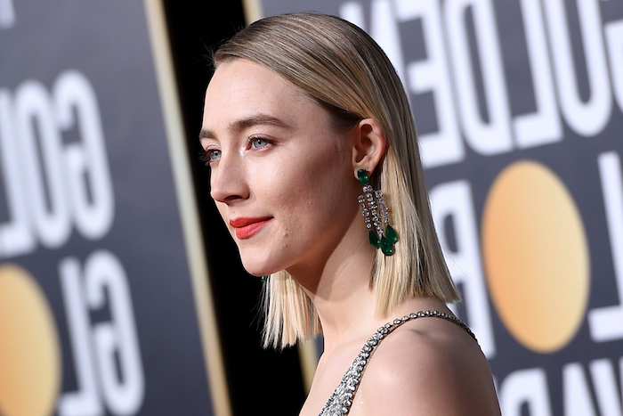 saoirse ronan on the red carpet wearing silver dress long earrings with emeralds short hairstyles for thin hair blonde hair with highlights in slick straight bob