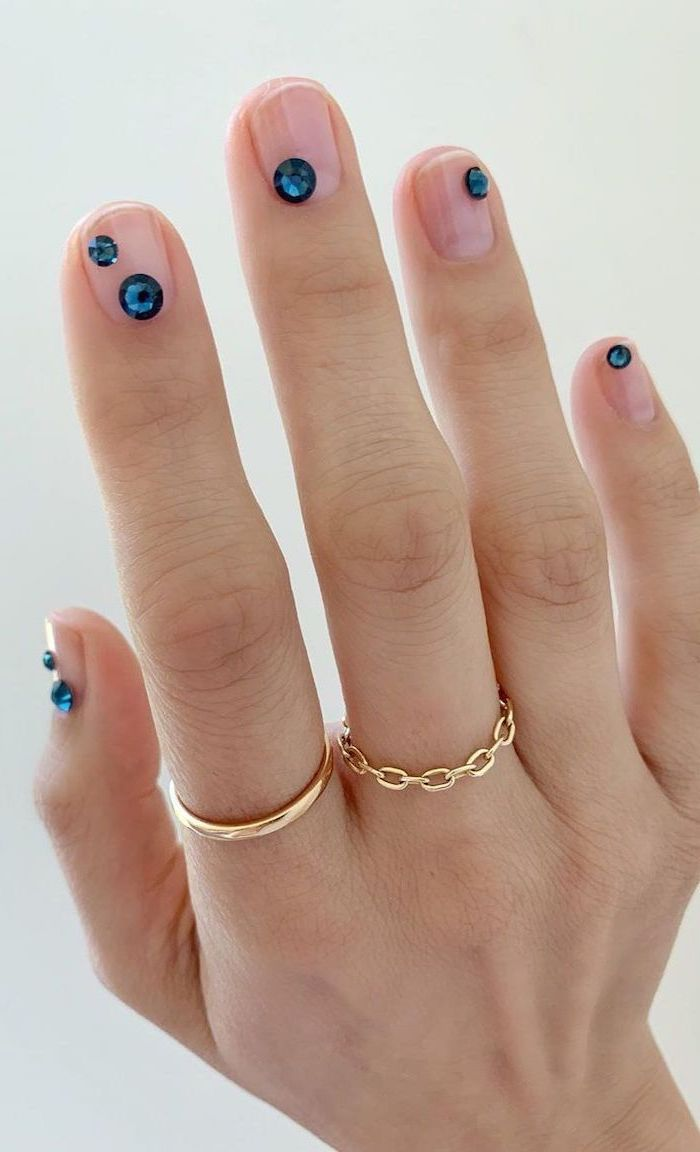 blue rhinestones in different sizes on each finger nail ideas 2020 transperant nail polish gold rings on the fingers