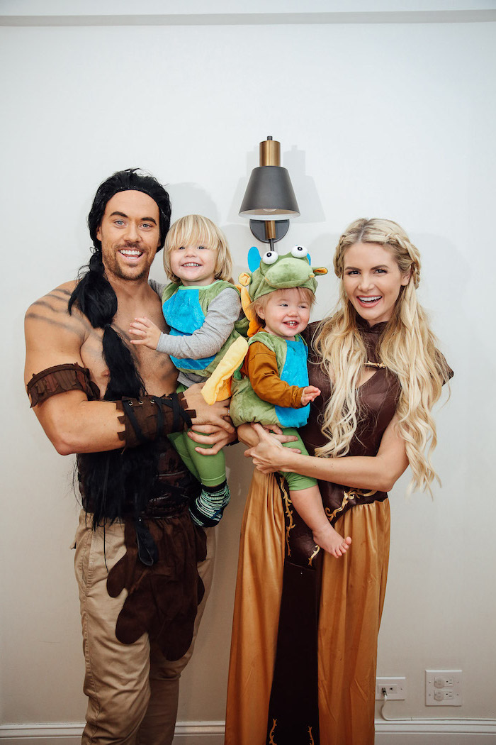 babies dressed as dragons mom dressed as daenerys targaryen dad as khal drogo game of thrones inspired family halloween costume ideas