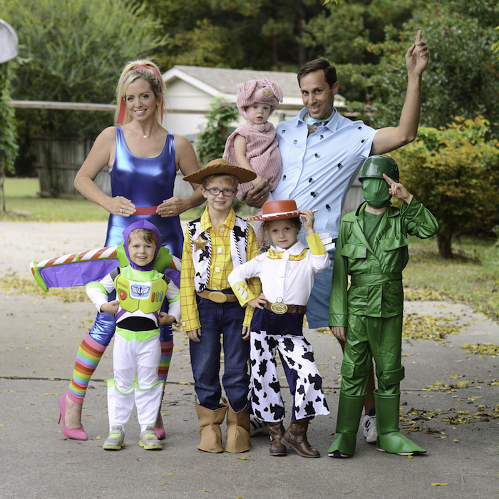 halloween costumes for 3 people mom dad and five kids dressed as characters from toy story photographed on the street