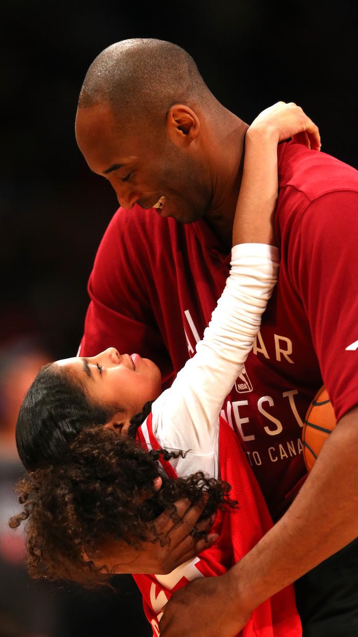 iphone kobe bryant wallpaper gigi hugging kobe at all star game both wearing red jersey t shirt