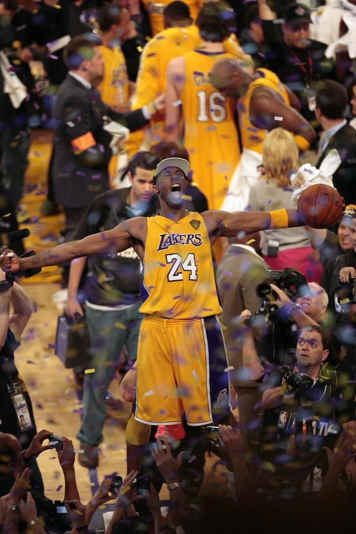 kobe bryant standing on the announcers table holding a basketball cool kobe bryant wallpapers surrounded by people confetti falling down