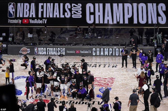 lebron james wallpaper photo from the 2020 nba finals lakers wallpaper lakers standing in the middle of the court confetti around them
