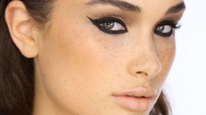 green eyes woman with big eyebrows how to do winged eyeliner black eyeliner under and over the eyes