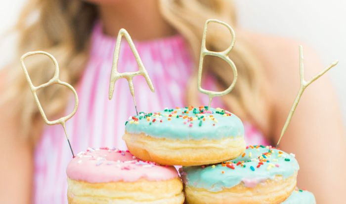 baby shower decoration ideas donuts with pink and blue icing sprinkles baby cake toppers