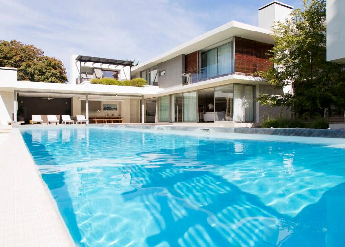 modern house and swimming pool caif03672