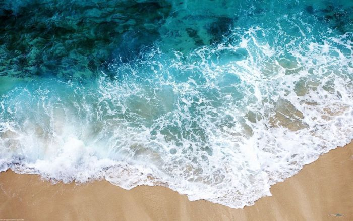 ocean waves crashing into the beach beautiful iphone wallpaper turquoise water
