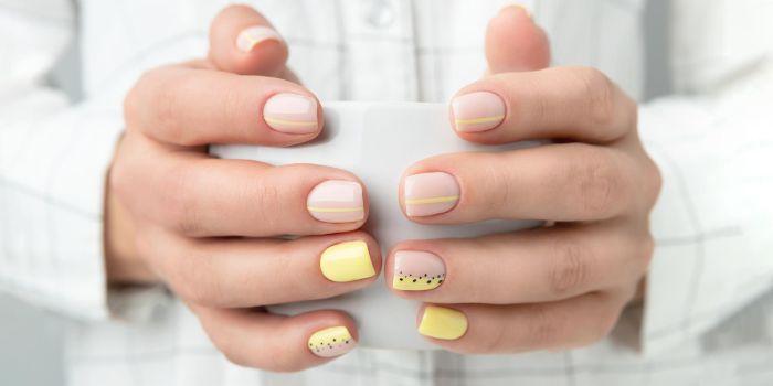 matte nude nail polish with yellow and black dots and lines summer nail designs short nails
