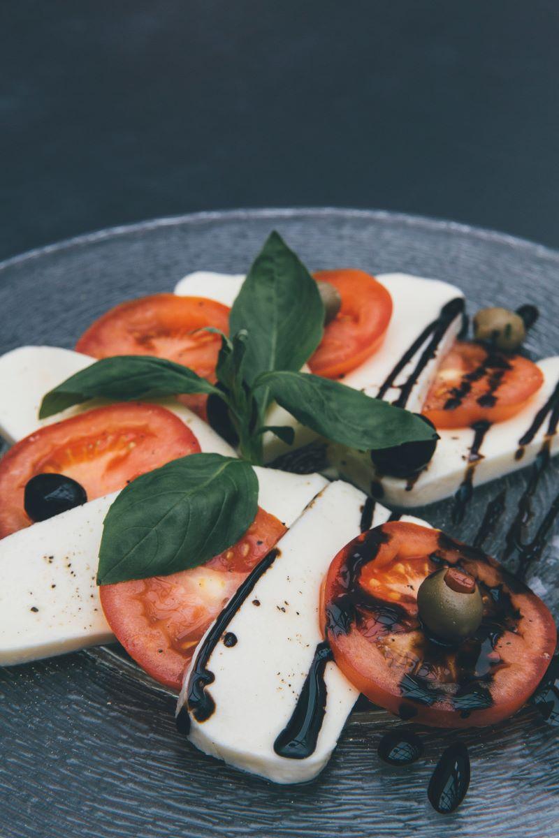 mediterranean diet breakfast tomatoes feta olives