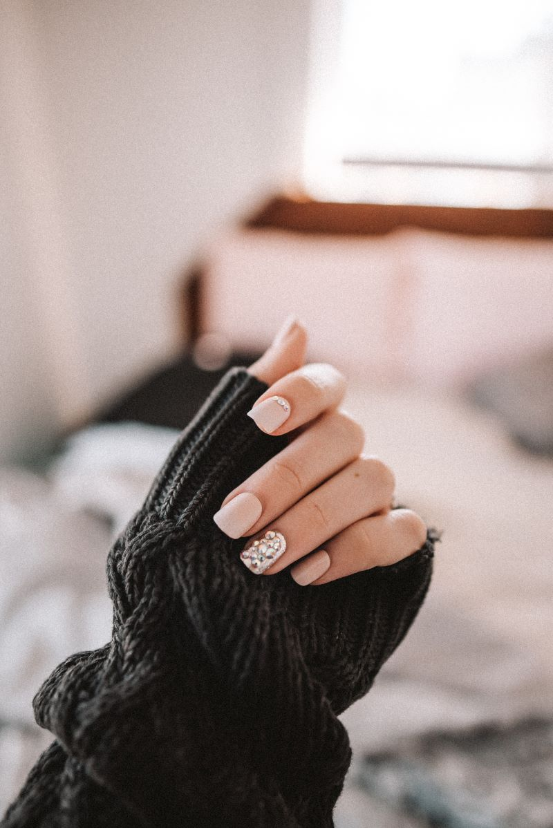 short gel nail designs with rhinestones