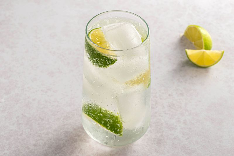 tall glass vodka tonic with lime ice easy vodka cocktails