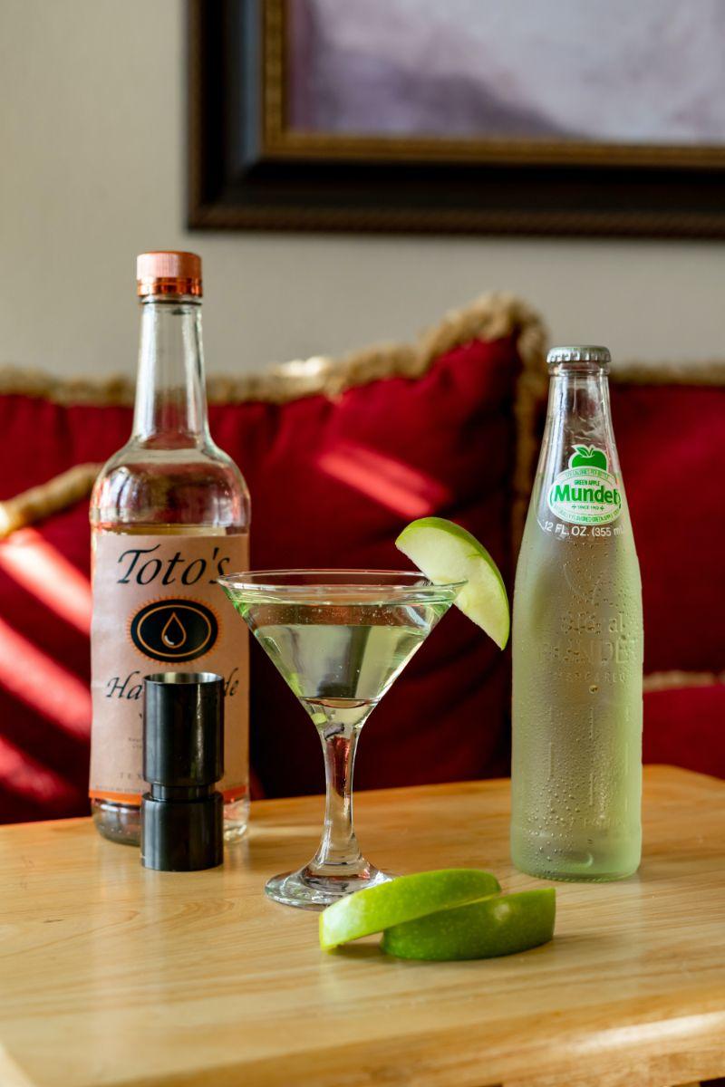 vodka cocktails apple martini lime wedges